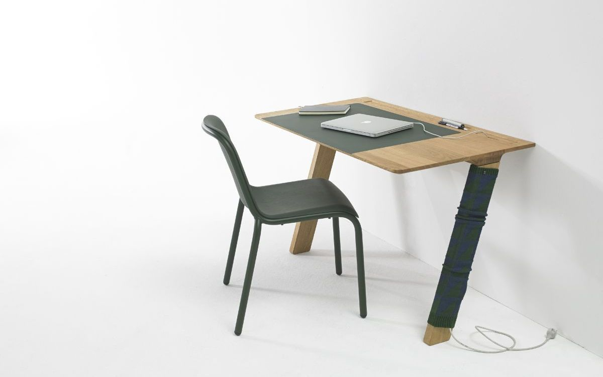 Simple And Space-Efficient Computer Desk