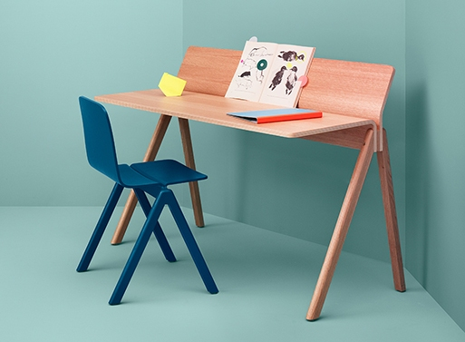 stylish and versatile look desk design