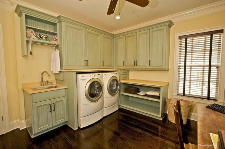 Rustic Aesthetic in Laundry Room