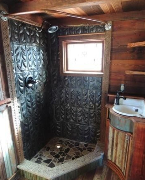 The Hill Ranch House Bathroom
