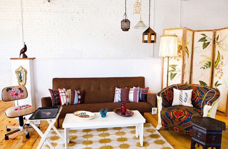 White Brick Wall Decorating With Vintage Renewal