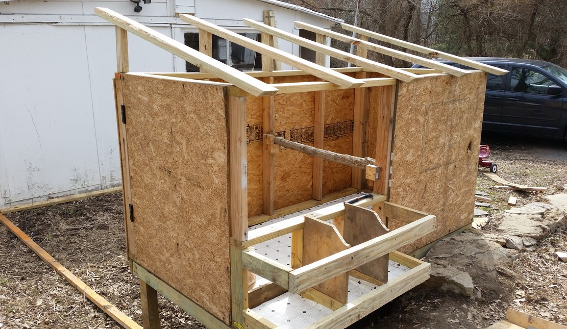 Chicken Coop With Nesting Box And Roosting Bar