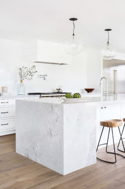 Clutter Free Kitchen in White Color