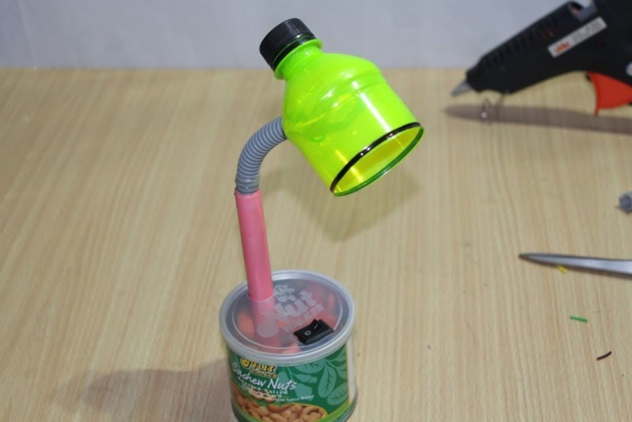 DIY Table lamp from water bottle