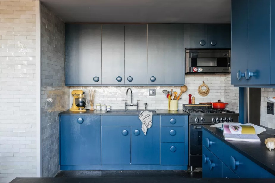 Retro Blue Kitchen Cabinets