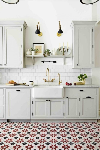 White Farmhouse-style Kitchen Ideas