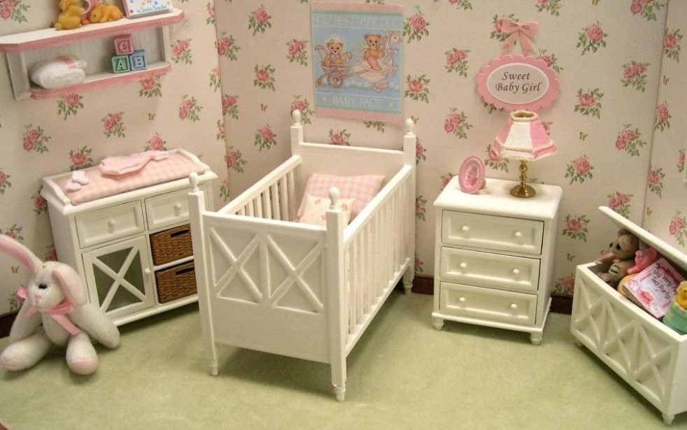 Beautiful wallpaper for baby girl room