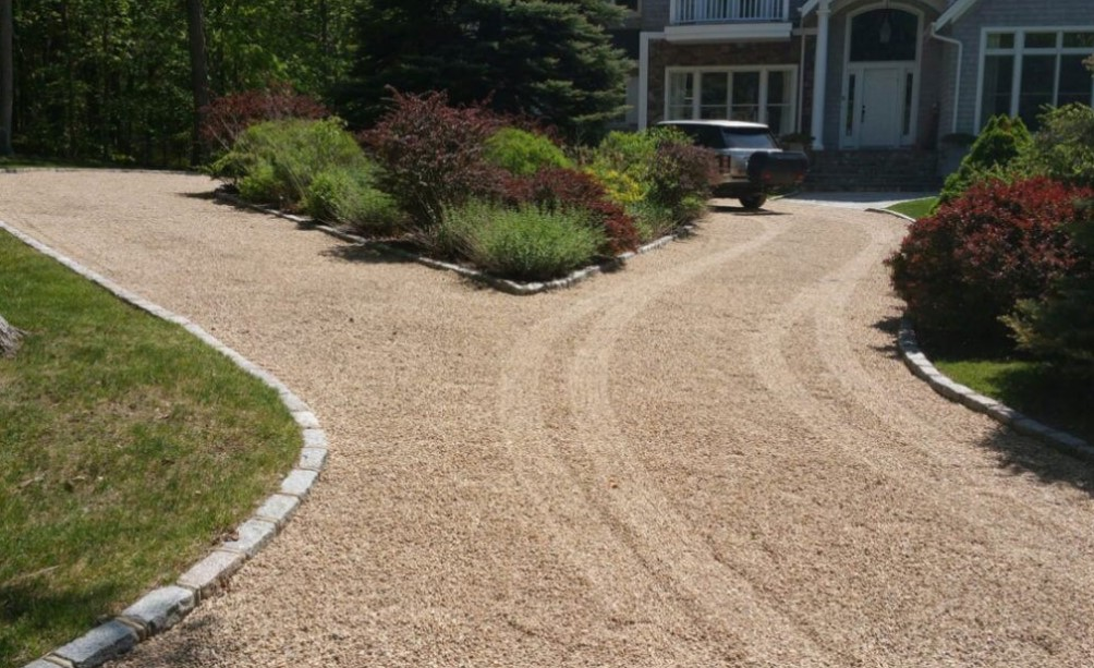 Branched sand driveway