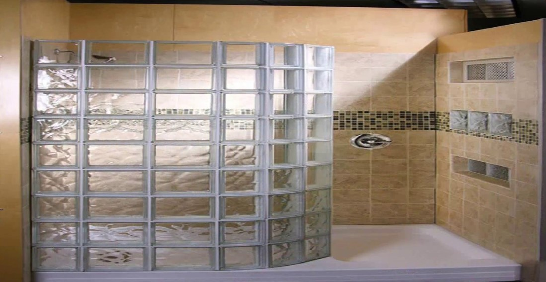 Doorless shower with unique glass wall