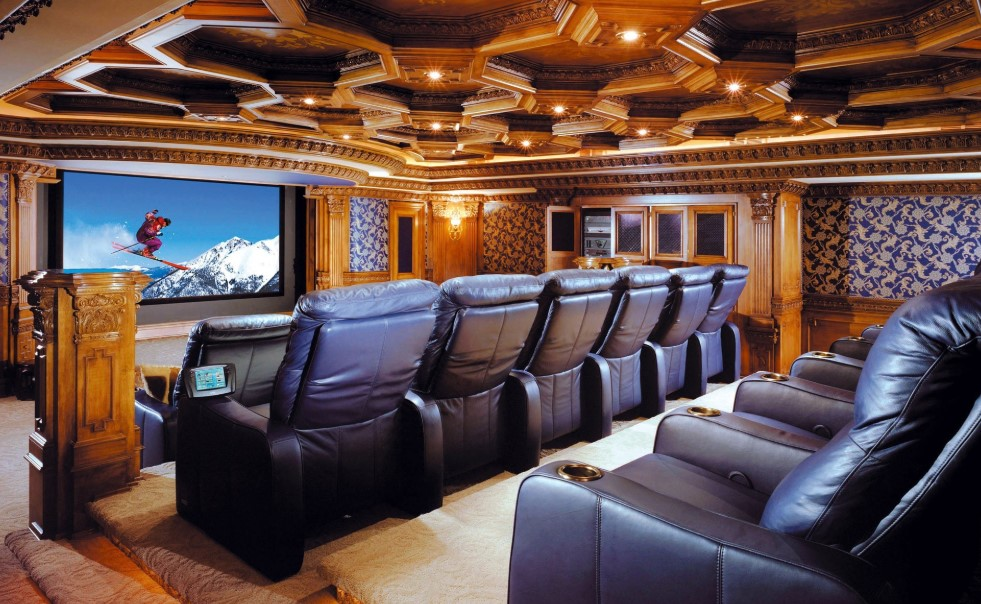 Luxurious High Tech Home Theater