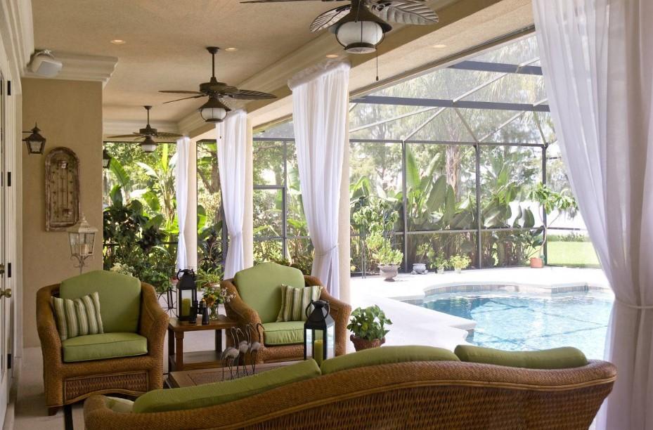 Sunroom Besides The Pool