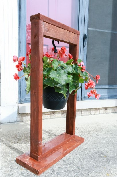 The Hanging Pot Stand