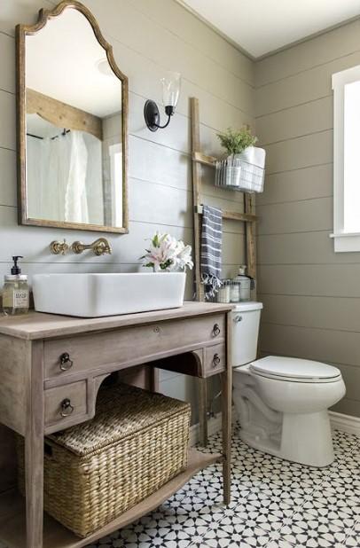 The olden vintage farmhouse bathroom