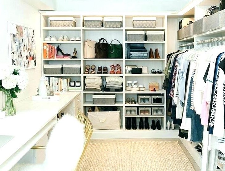 The white style walk in closet