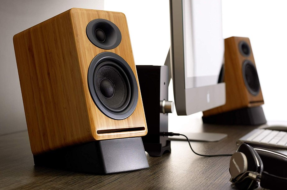 DIY Speaker Stands with Various Materials and Designs