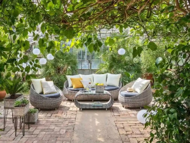 Easy Ways to Spruce Up Your Outdoor Space