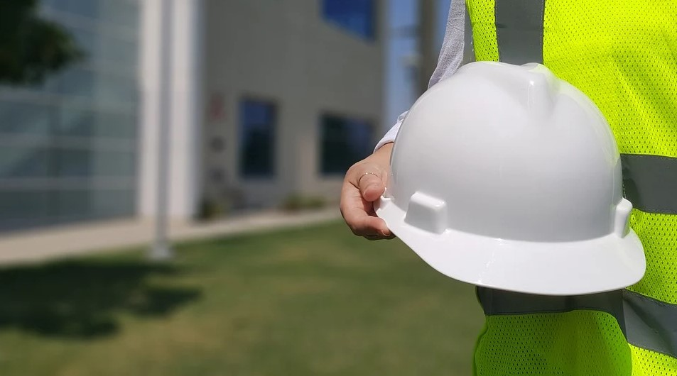 How Do I Become a Contractor